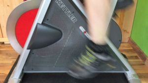 Hohe Trittfrequenz auf dem Indoor Cycle