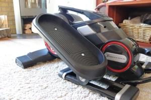 Sportstech Deskfit DFX100 auf Teppich
