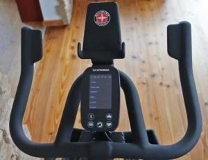 Das Bild zeigt die Lenkerform beim Schwinn IC8 Speedbike