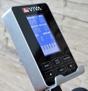 Das Bild zeigt den Trainingscomputer mit Ablage für Smart Devices