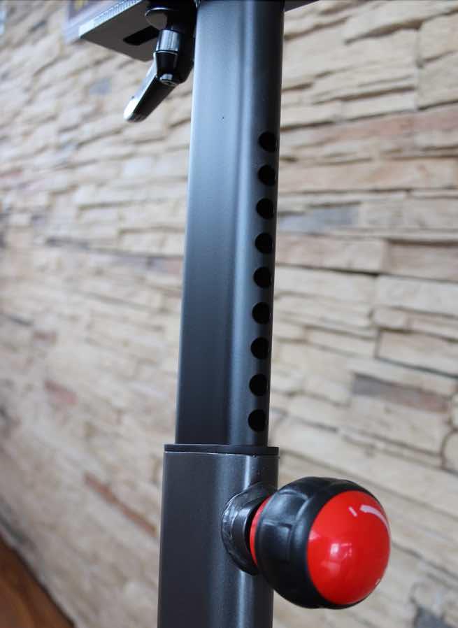 Das Bild zeigt die Sattelstütze am Schwinn IC8/800IC